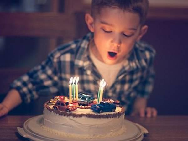 Mơ thấy bánh sinh nhật đánh con gì, là dự cảm tốt hay xấu?