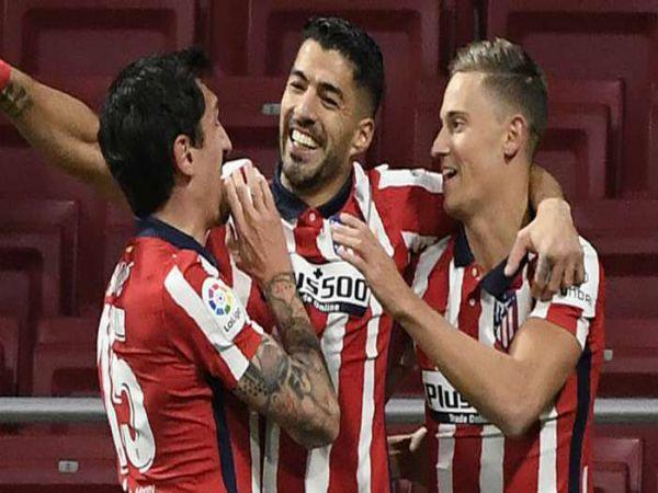 Bóng đá QT trưa 31/12: Suarez cân bằng thành tích của Falcao
