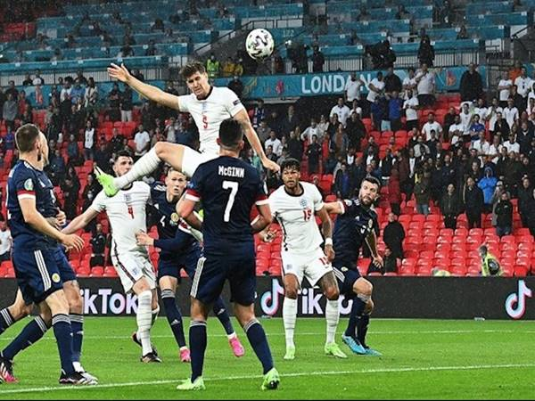 Bóng đá QT trưa 19/6: John Stones bật cao như Cristiano Ronaldo