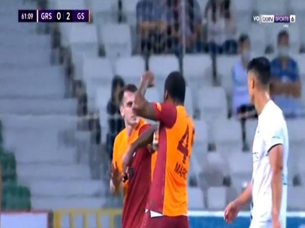 Bóng đá QT 17/8: Marcao Teixeira ăn thẻ đỏ vì đấm đồng đội túi bụi